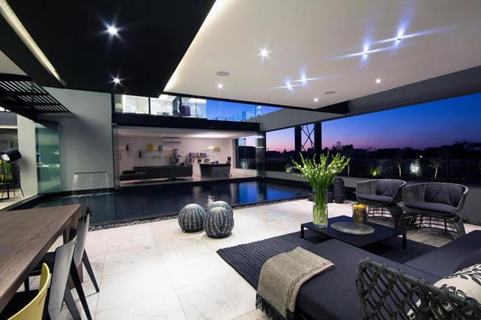 Architecture : Villa de vitres, pierres et métaux 15