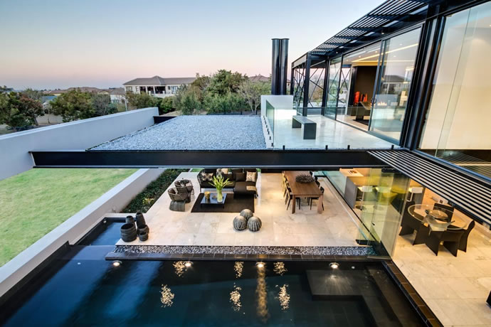 Architecture : Villa de vitres, pierres et métaux 16