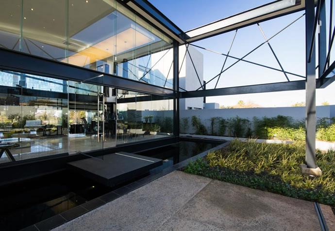 Architecture : Villa de vitres, pierres et métaux 4