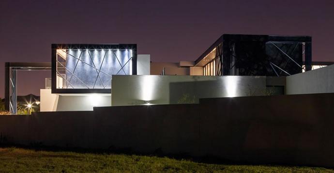 Architecture : Villa de vitres, pierres et métaux 5