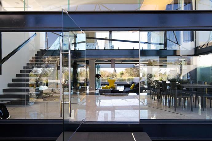 Architecture : Villa de vitres, pierres et métaux 6