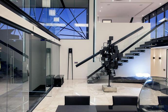 Architecture : Villa de vitres, pierres et métaux 7