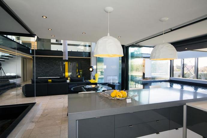 Architecture : Villa de vitres, pierres et métaux 10