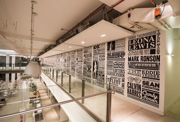 Typographie : Sony Music Timeline 4
