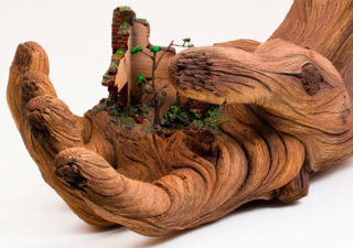 Sculpture : Des mains en bois - Cycles of Decay 1