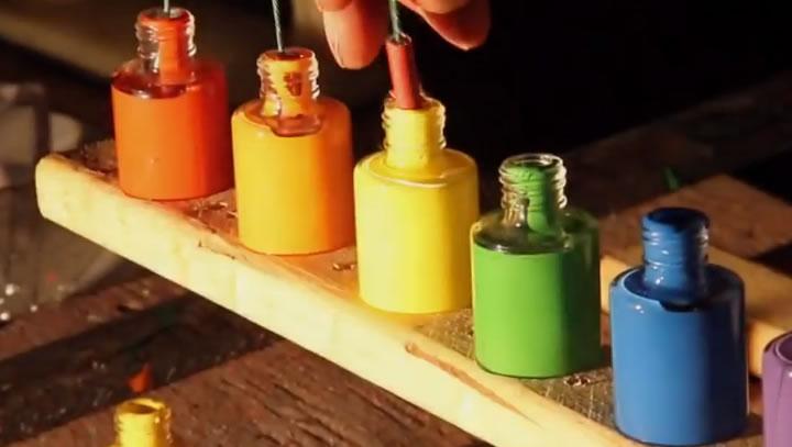 slowmotion pot de peintures