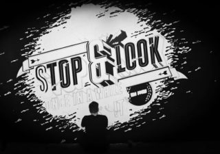 Fresque typographique : Stop & Look 1
