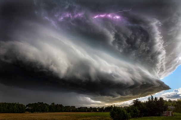 Thunderstruck by David Hardy