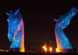 Sculpture géantes de chevaux (The Kelpies) en sons et lumières