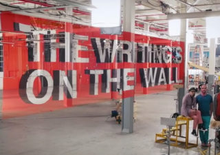 Le clip en illusions d'optiques - OK Go - The Writing's On the Wall 1