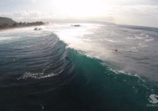 Pipeline Winter : Magnfiques images de surfeurs via un drone 1