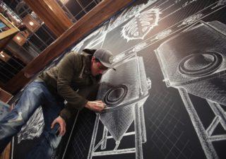 Typographie : La magnifique fresque de craie de Ben Johnston