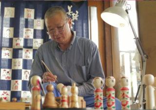 Création des poupées de bois Kokeshi 1