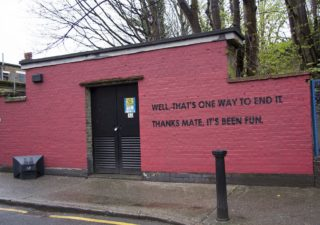 troll Streetart - Quand on joue avec un mur de la mairie 1