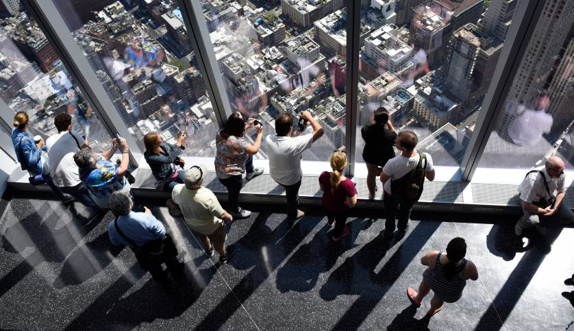 epaselect epa04774395 Visitors look out over city streets from the One World Observatory at One World Trade Center in New York, New York, USA, 29 May 2015. The observatory, which is on floors 100 to 102 of the building and allows panoramic views of the New York city area, officially opened to the public on 29 May. EPA/JUSTIN LANE
