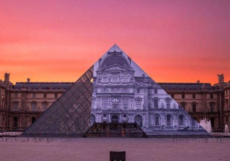 Anamorphose - La pyramide du Louvre à Paris Disparait 1