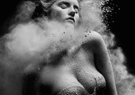 Les magnifiques photos de danse vs farine en noir et blanc 6