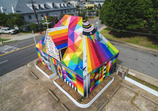 [StreetArt] L'artiste Okuda transforme une vielle maison abandonnée en chef d'oeuvre 1