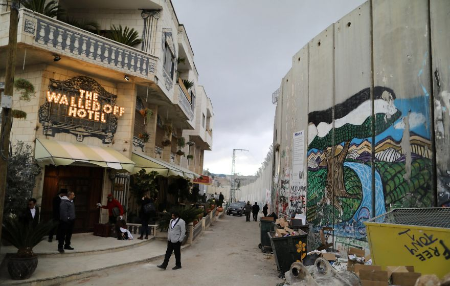 BANKSY Décore le Walled Off Hotel 19