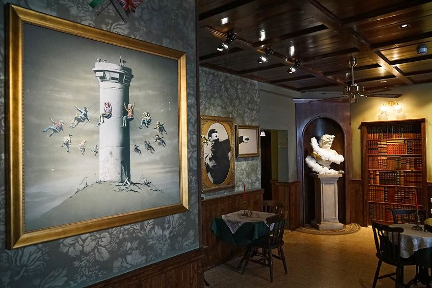 BANKSY Décore le Walled Off Hotel 11