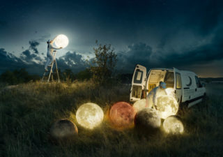 "Skill Photoshop : 8 mois pour 1 photomontage d'un ""moon service"""
