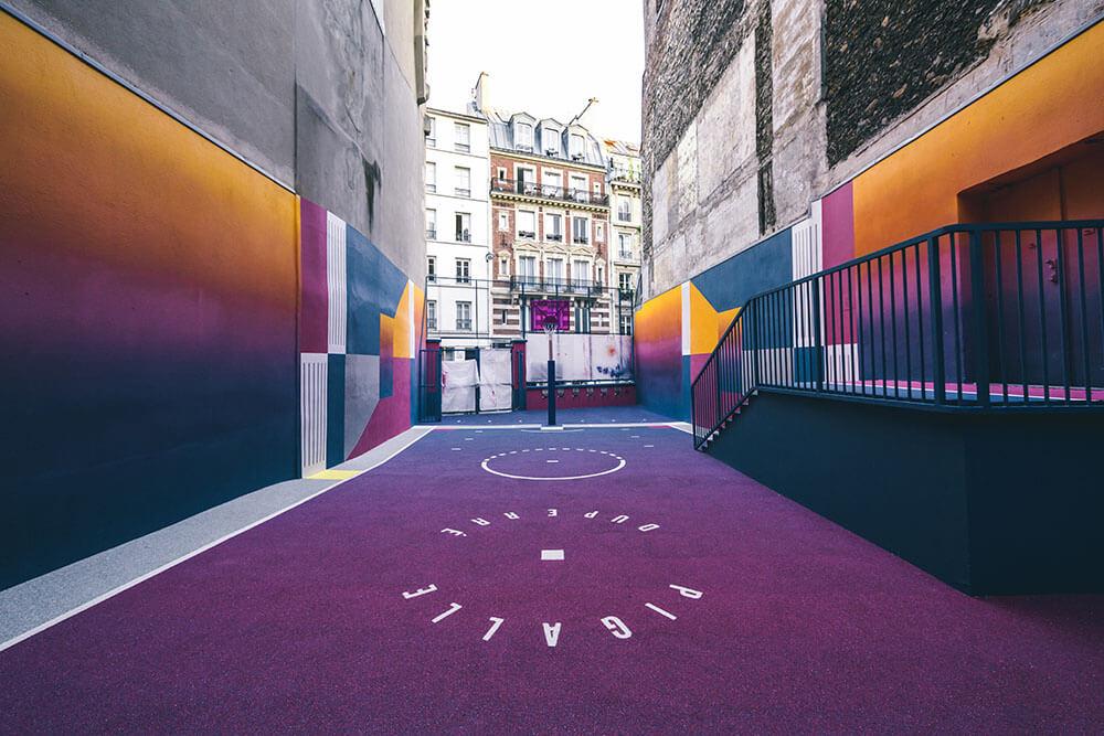 Street-art : Un terrain de Basket magnifique à Paris 7