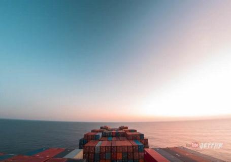 Timelapse  : Un cargo navigue 30 jours à travers les Océans 8