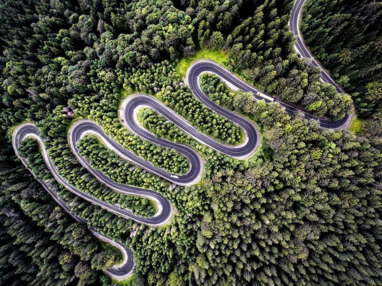 2 eme prix Nature - Route sans fin de Transylvanie de Calin Stan
