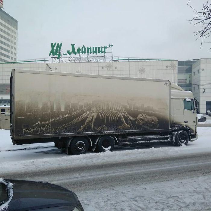 Artiste fait de superbes illustrations avec la saleté des camions et voitures 2