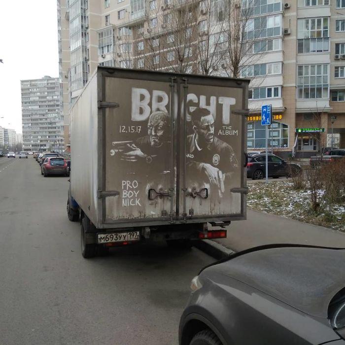 Artiste fait de superbes illustrations avec la saleté des camions et voitures 14