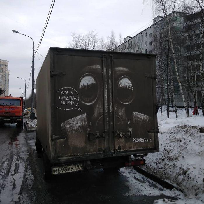 Artiste fait de superbes illustrations avec la saleté des camions et voitures 6