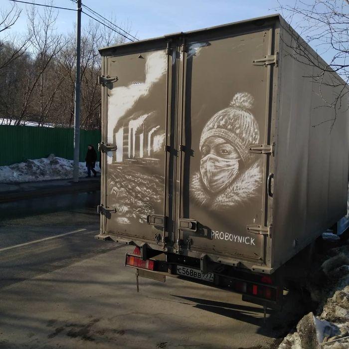 Artiste fait de superbes illustrations avec la saleté des camions et voitures 7
