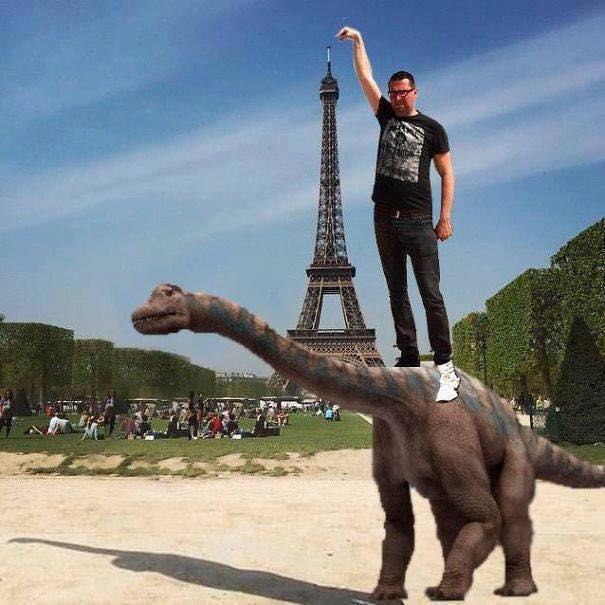 Une photo devient virale et un meme pour toucher la tour Eiffel 11