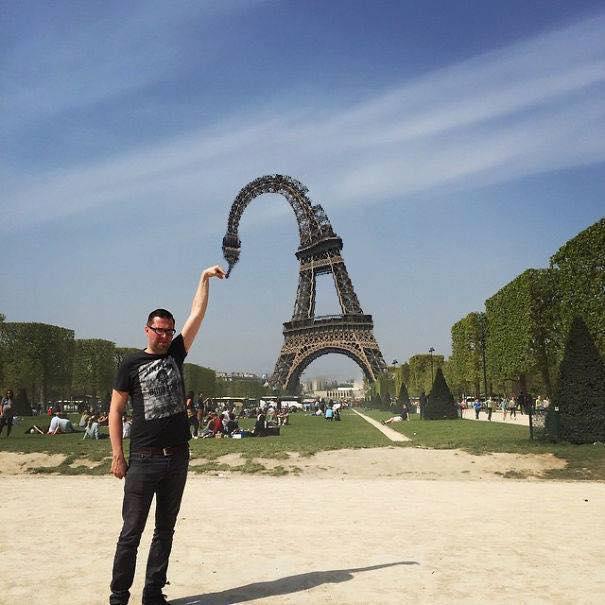 Une photo devient virale et un meme pour toucher la tour Eiffel 13