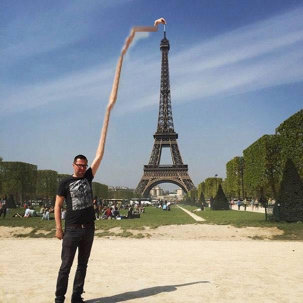 Une photo devient virale et un meme pour toucher la tour Eiffel 15