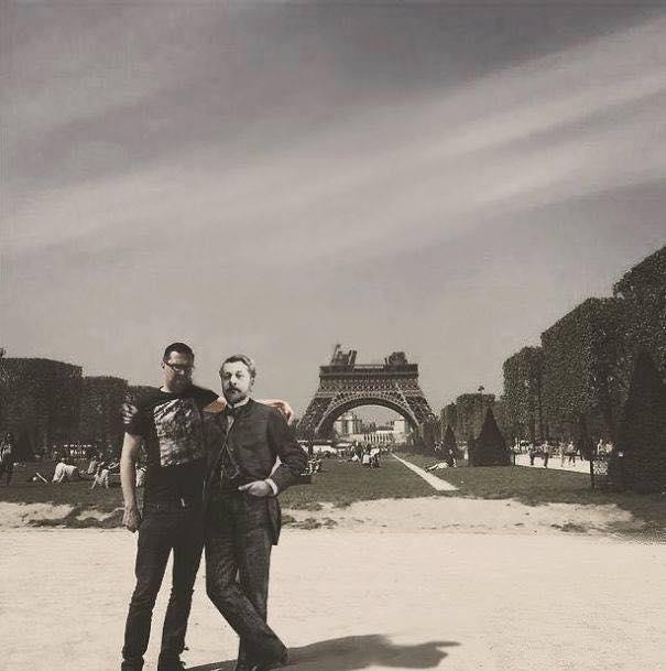 Une photo devient virale et un meme pour toucher la tour Eiffel 16