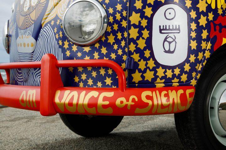 Van Volkswagen de 1969 aux couleurs de Woodstock 2