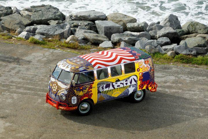 Van Volkswagen de 1969 aux couleurs de Woodstock 4