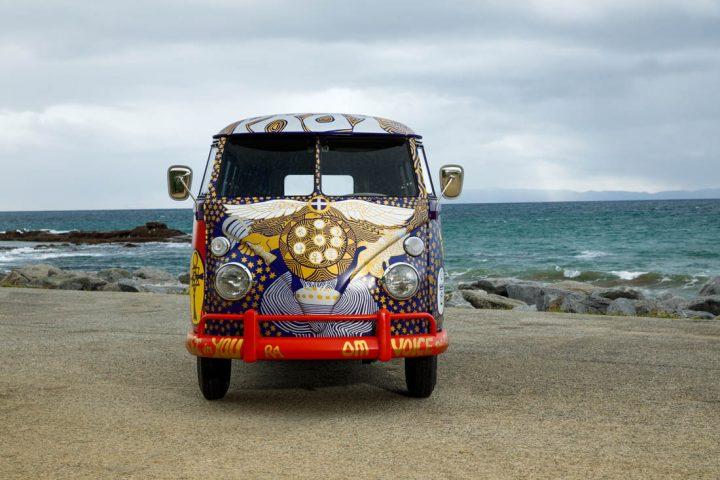 Van Volkswagen de 1969 aux couleurs de Woodstock 6
