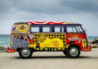 Van Volkswagen de 1969 aux couleurs de Woodstock