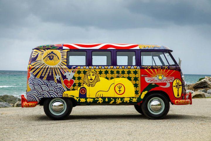 Van Volkswagen de 1969 aux couleurs de Woodstock 8