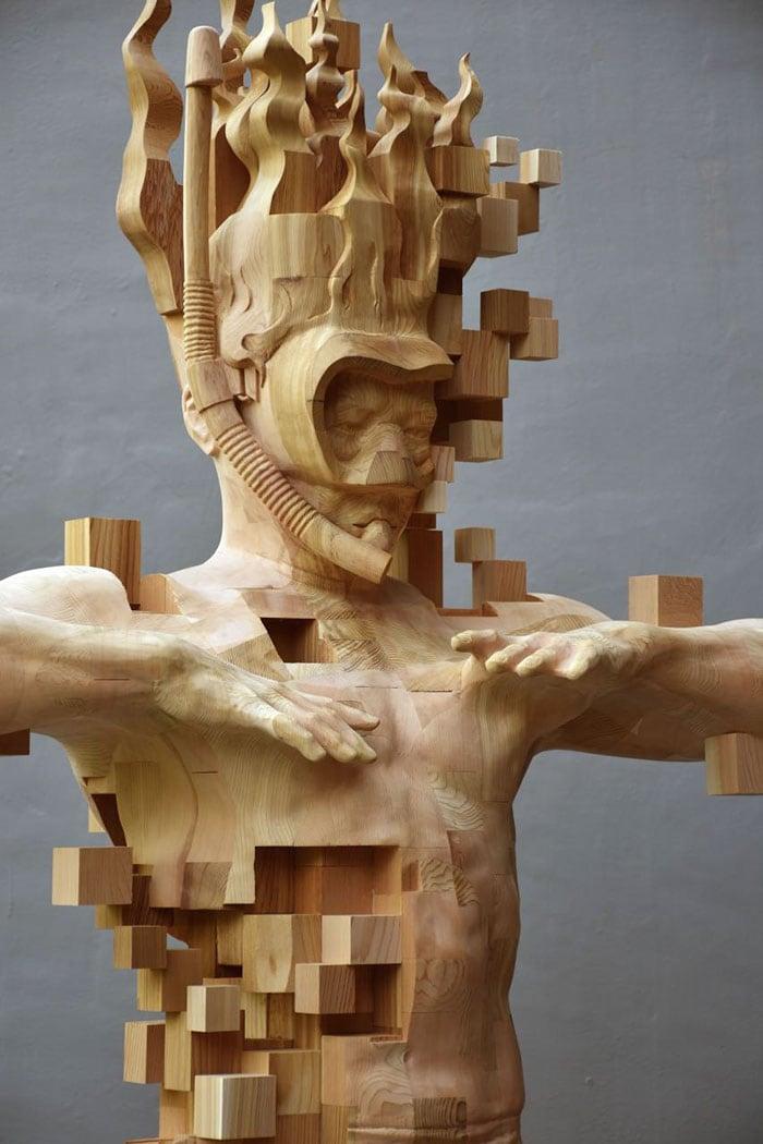 Sculptures magnifiques en bois mixant réalisme et pixels 2