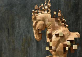 Sculptures magnifiques en bois mixant réalisme et pixels