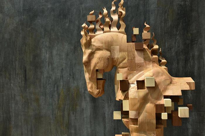 Sculptures magnifiques en bois mixant réalisme et pixels 8
