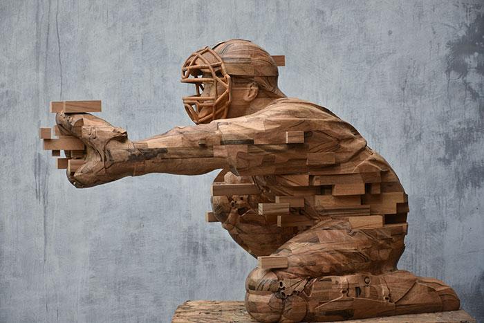 Sculptures magnifiques en bois mixant réalisme et pixels 10