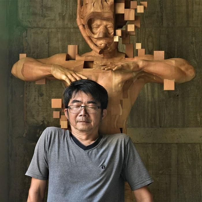 Sculptures magnifiques en bois mixant réalisme et pixels 11