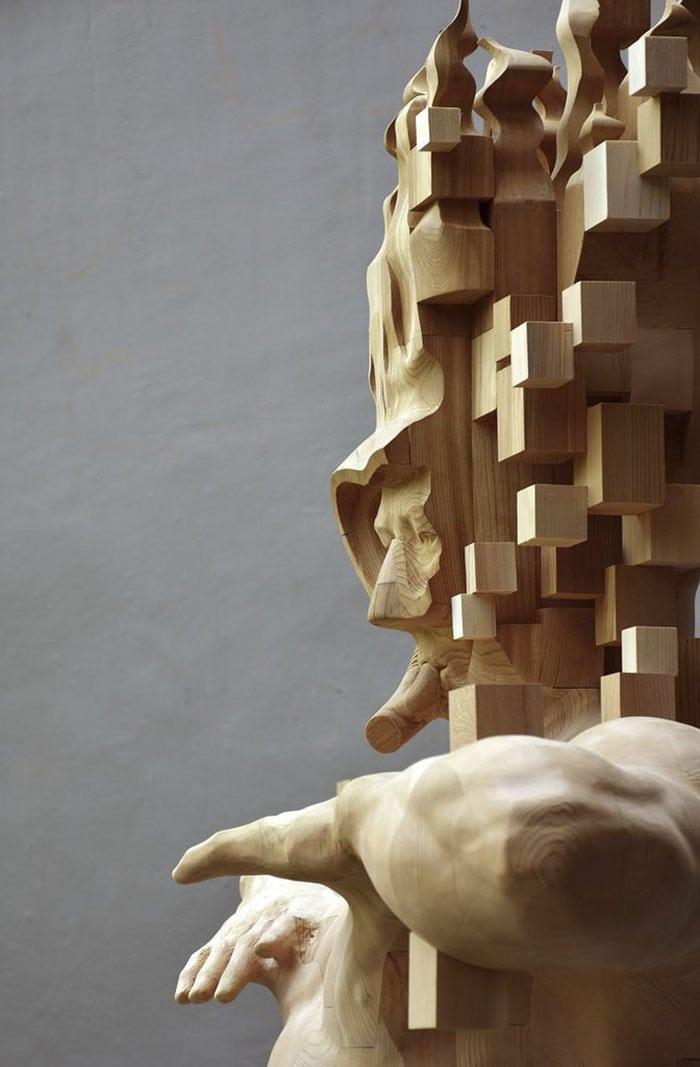 Sculptures magnifiques en bois mixant réalisme et pixels 4