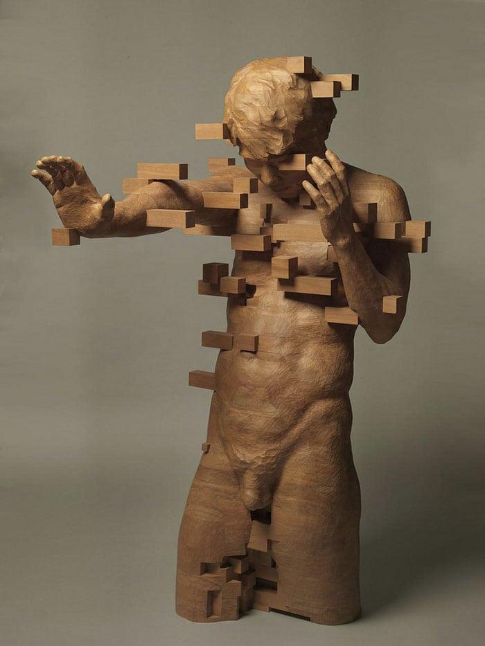 Sculptures magnifiques en bois mixant réalisme et pixels 5