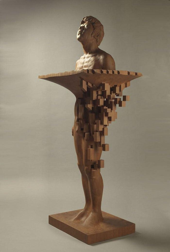 Sculptures magnifiques en bois mixant réalisme et pixels 6
