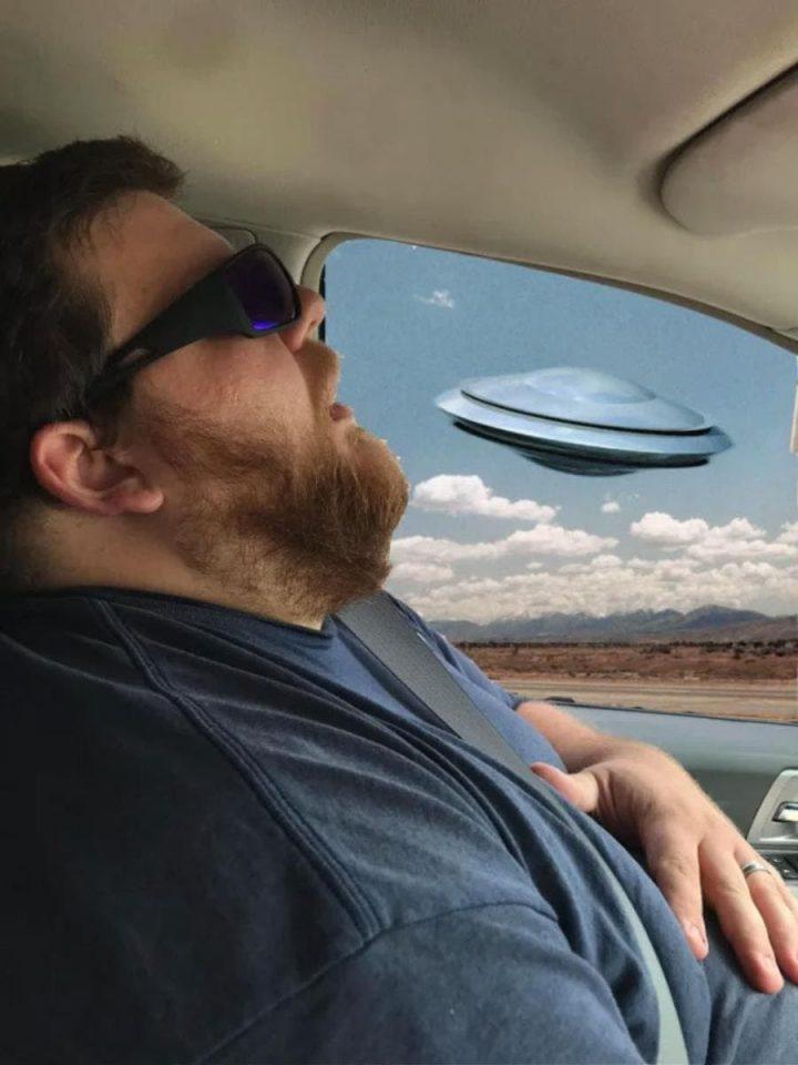 Photomontage : Quand un homme s'endort en voiture, les internautes en profitent 8
